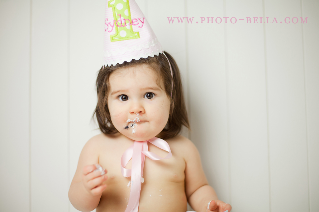 one year old baby cake smash photo